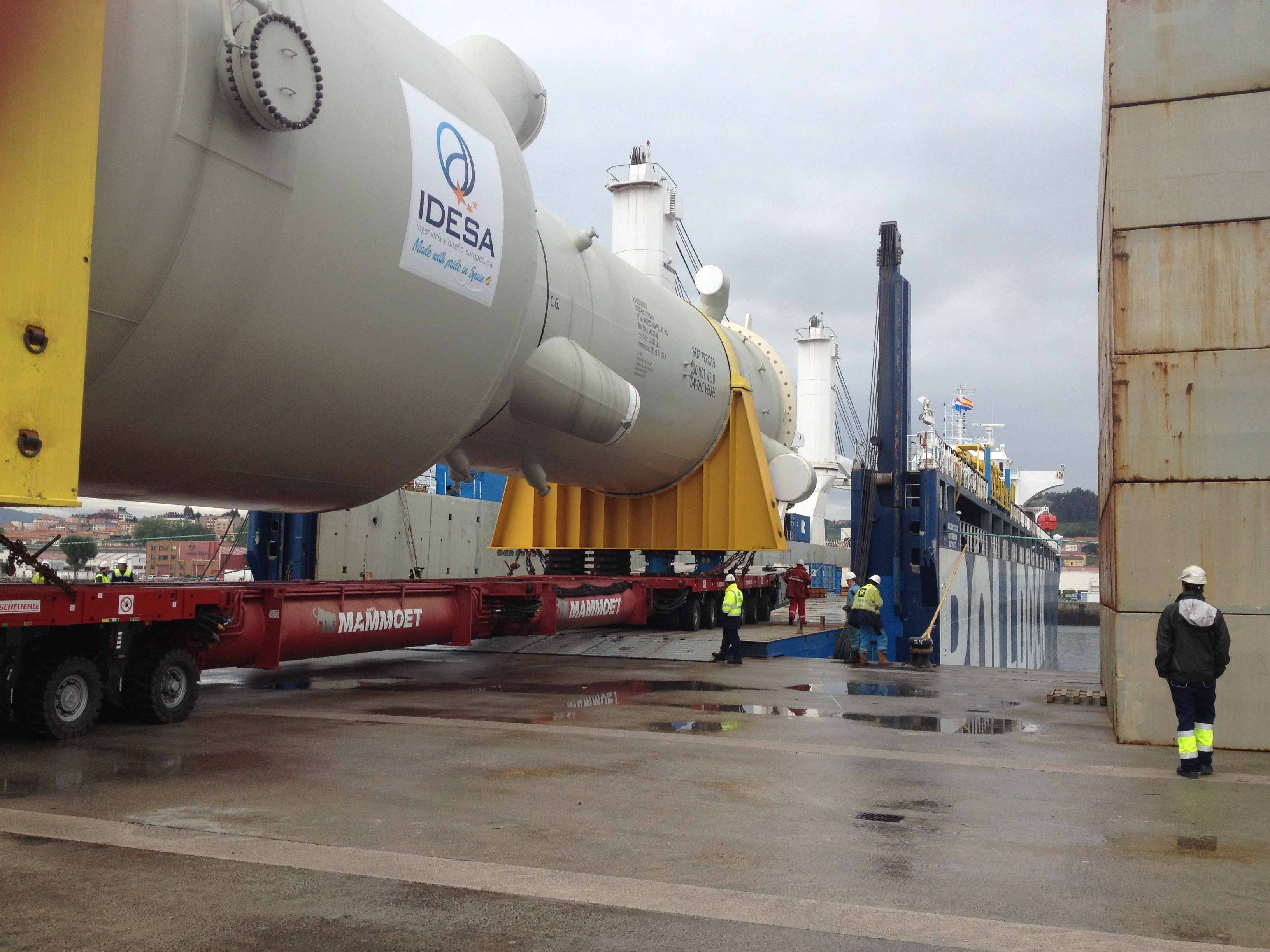 Mammoet and Arbegui joint project included a roll-on/roll-off of a generator and coke drum at Aviles, Spain.