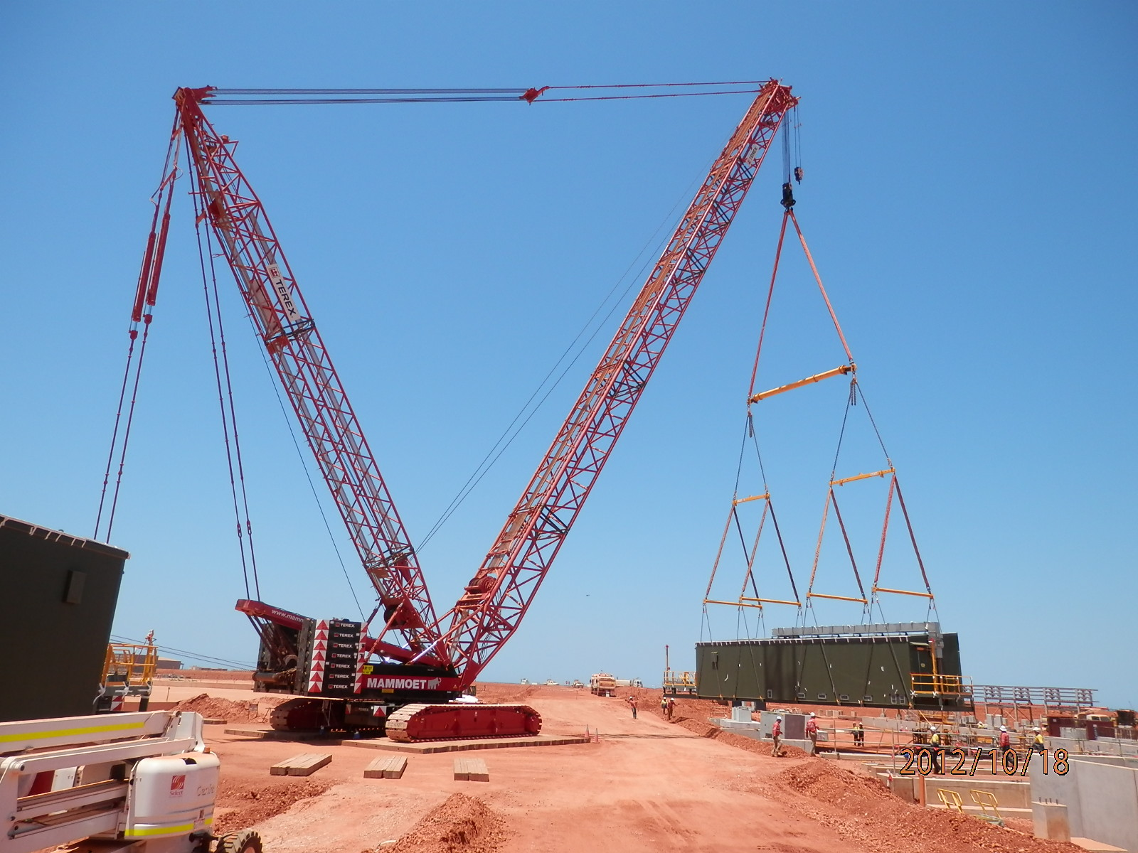 Image gallery mammoet crane for The crain