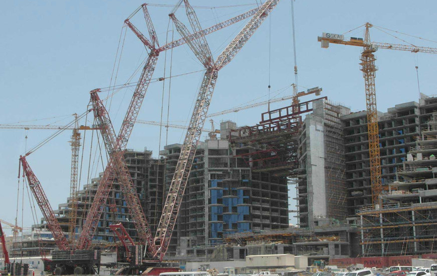 Mammoet smoothly executes tandem lift in Dubai