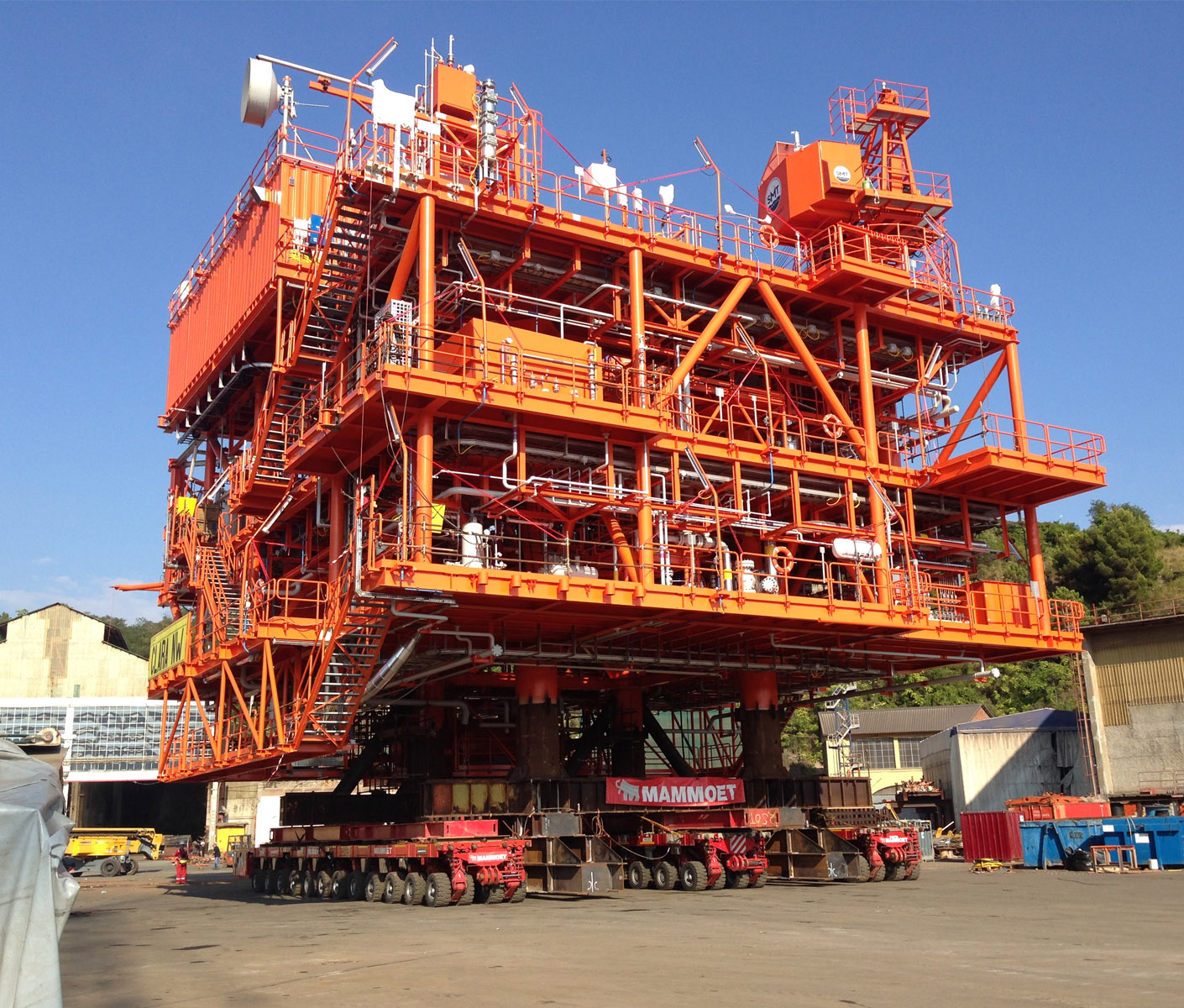Load-in of two modules for ENI – La Spezia, Italy